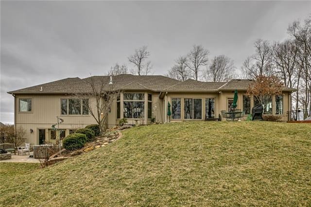 7025 NW Scenic Drive, Parkville, MO 64152
