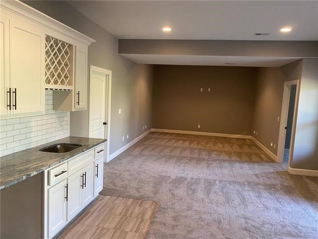 7355 NW Clore Drive, Parkville, MO 64152