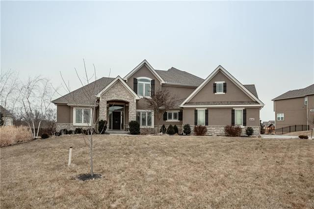 8040 NW Emerald Court, Parkville, MO 64152