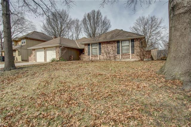 204 NE Country Lane, Lee's Summit, MO 64086