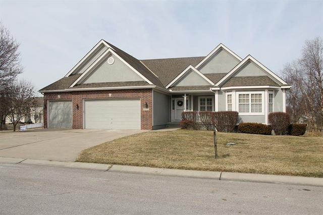 2916 SW Bridlewood Circle, Lee's Summit, MO 64081