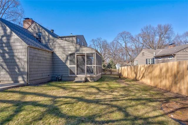 7701  Juniper Drive, Prairie Village, KS 66208