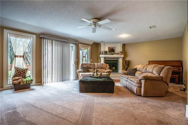 4440  Meadow View Drive, Shawnee, KS 66226