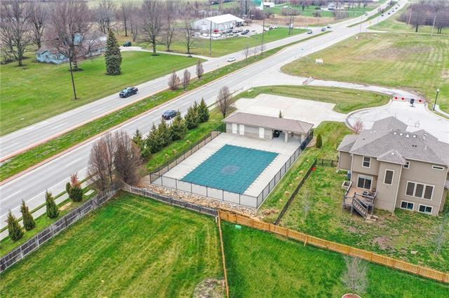 8816 SW Lake Side Trace Street, Lee's Summit, MO 64064