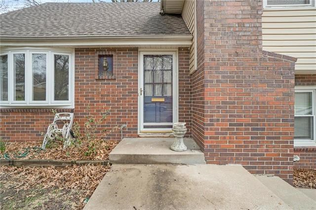 9105  Hayes Drive, Overland Park, KS 66212