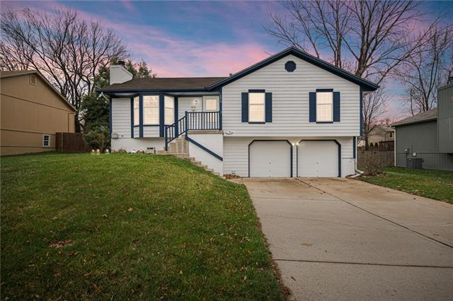 1616 NE Whitestone Drive, Lee's Summit, MO 64086