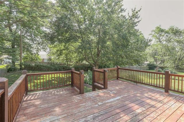 702 NW 10th Street, Blue Springs, MO 64015