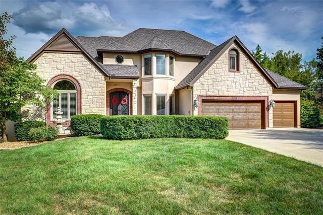 717 NE Plumbrook Place, Lee's Summit, MO 64064