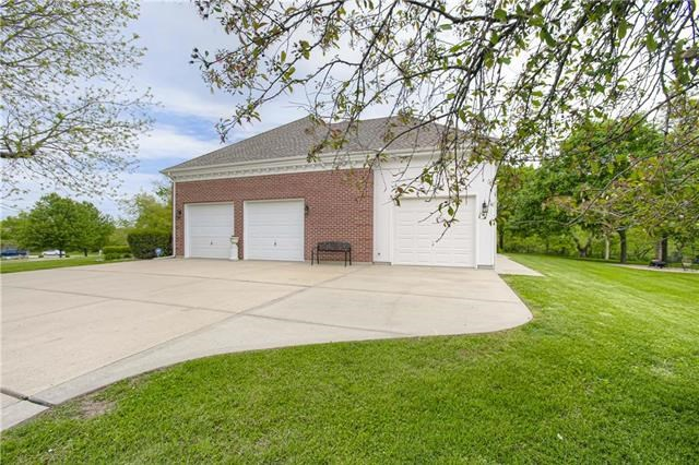 2005 S Withers Court, Liberty, MO 64068