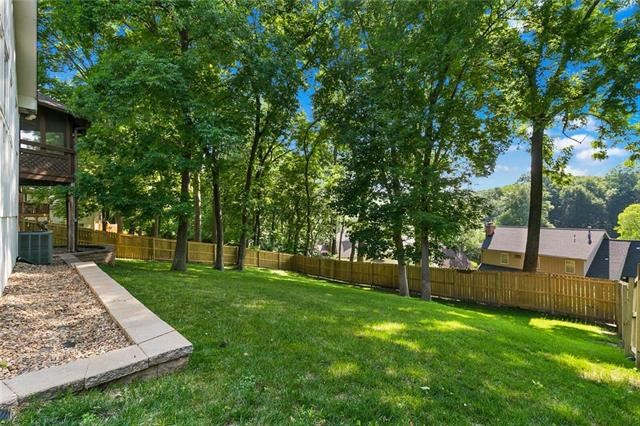 4429 NW Claymont Woods Drive, Kansas City, MO 64116