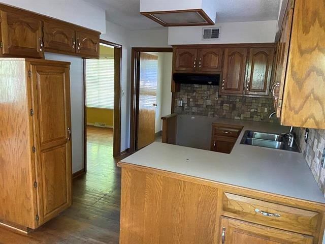 4104 NW Delwood Drive, Blue Springs, MO 64015