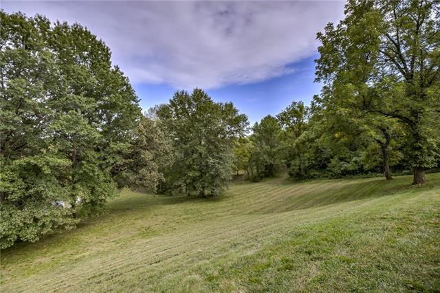 5965 NW Union Chapel Road, Parkville, MO 64152