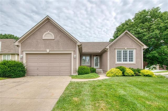 432 NE THORNBERRY Place, Lee's Summit, MO 64064
