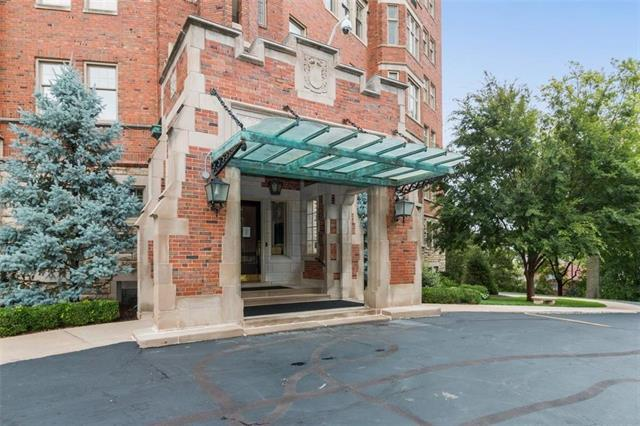 5049 Wornall Road Unit 5 EF, Kansas City, MO 64112