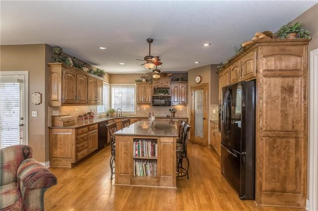 2504 NE Bitter Creek Court, Lee's Summit, MO 64086