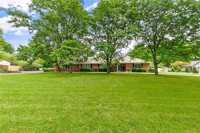 8529 Roe Avenue, Prairie Village, KS 66207