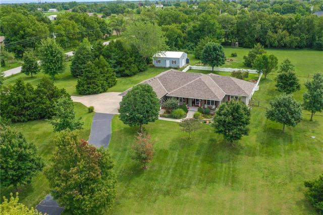 23503 S Southcrest Drive, Peculiar, MO 64078