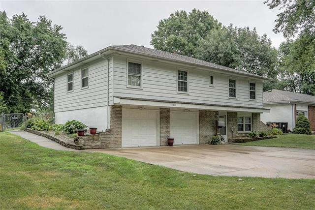 203 SW Pinnell Drive, Lee's Summit, MO 64081