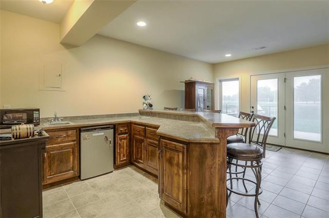 912 SW Drake Drive, Lee's Summit, MO 64082