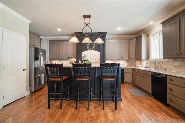 9000 W 145TH Place, Overland Park, KS 66221