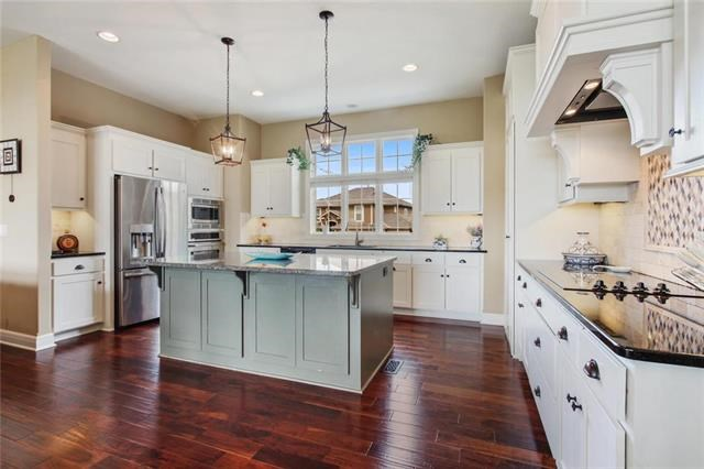 5903 S National Drive, Parkville, MO 64152