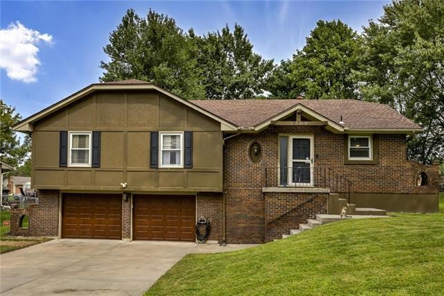 2309 SW Paris Drive, Blue Springs, MO 64015