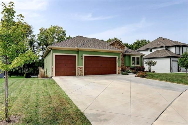 413 NE Greenview Drive, Blue Springs, MO 64029