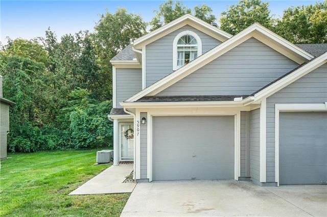 5907 NE Moonstone Drive, Lee's Summit, MO 64064