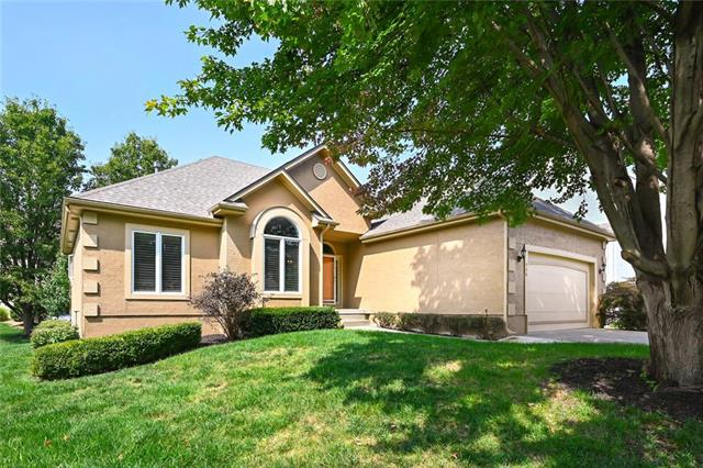 916 SW Haverford Court, Lee's Summit, MO 64081