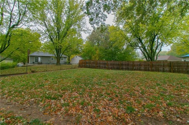 2600 NW Oxford Drive, Blue Springs, MO 64015