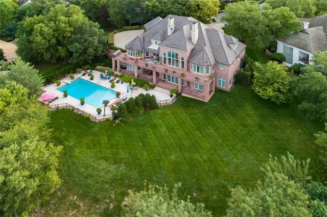 2716 W 116th Street , Leawood, KS 66211