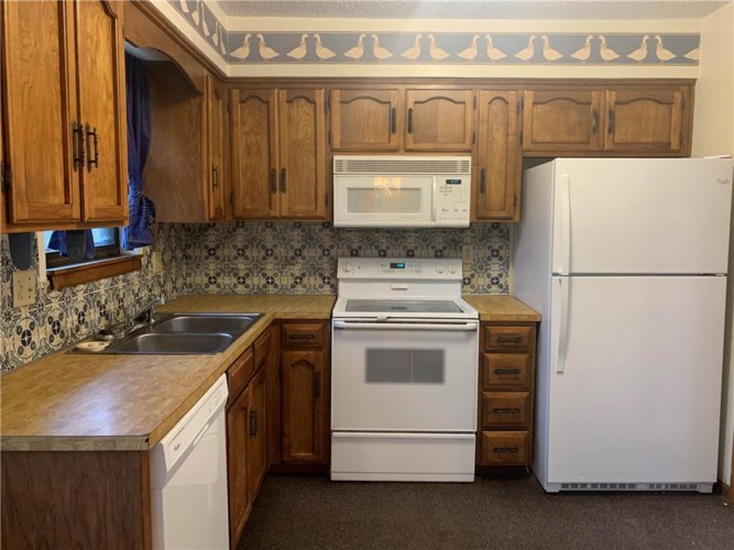 6716 NW Hidden Valley Road, Parkville, MO 64152