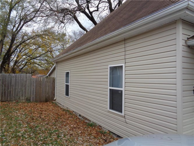 1025 S WOODLAND Avenue, Independence, MO 64050