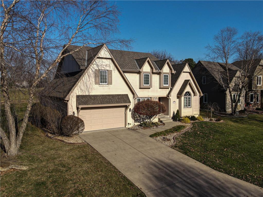 951 NW High Point Drive , Lee's Summit, MO 64081