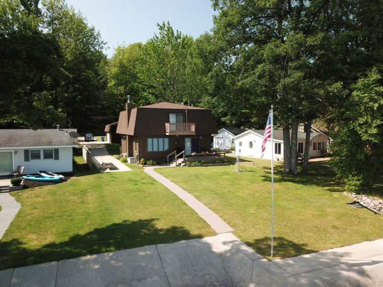 6722 W Higgins Lake Dr, Roscommon, MI 48653