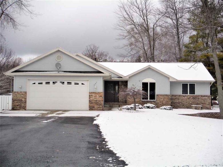 307 Waterway Dr, Houghton Lake, MI 48629