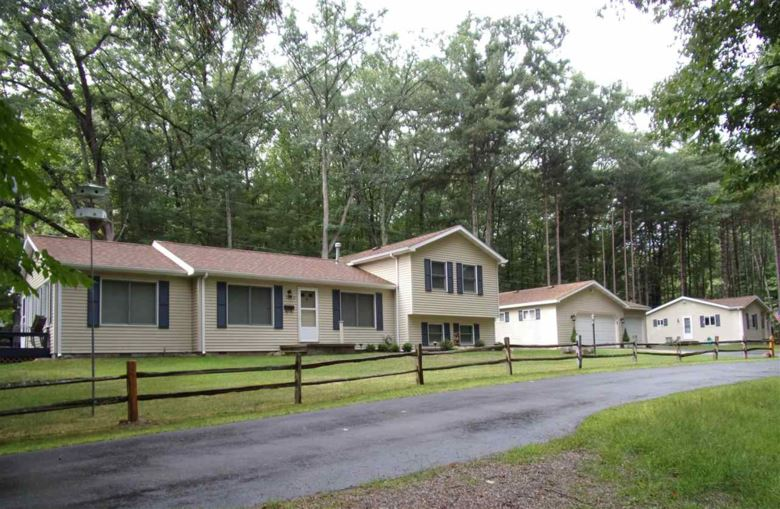 3042 W Higgins Lake Dr, Roscommon, MI 48653