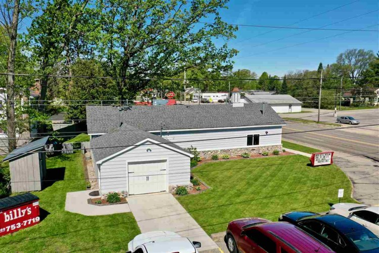 939 W Houghton Lake Dr, Prudenville, MI 48651