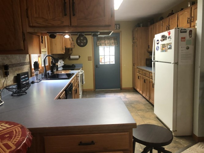 141 Nuthatch Dr, Roscommon, MI 48653