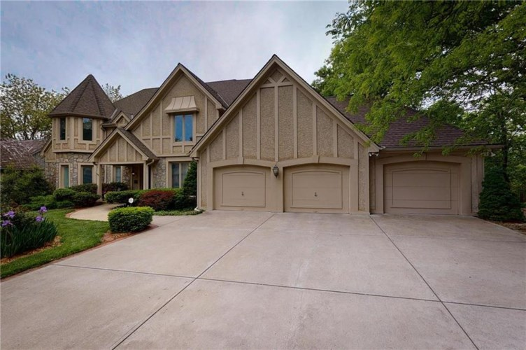 109 The Woodlands Drive, Gladstone, MO 64119