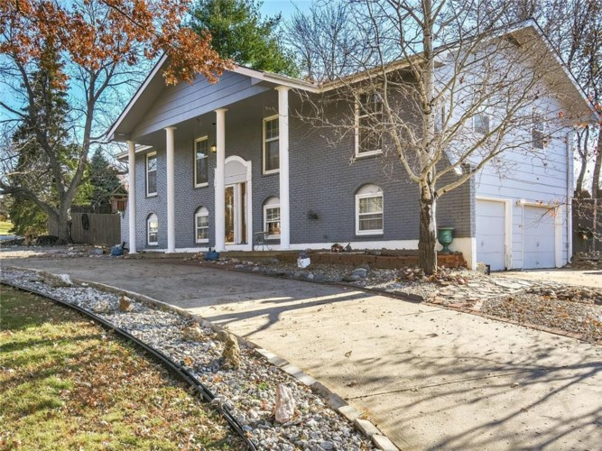 2017 N LAZY BRANCH Road, Independence, MO 64058