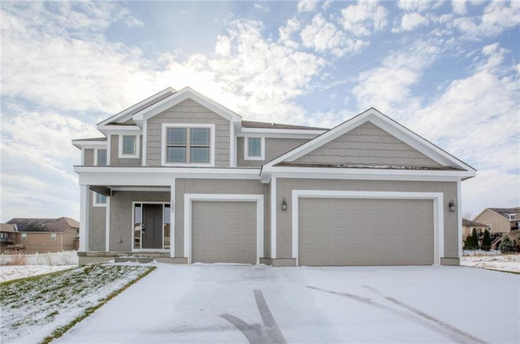 1315 NW Hickorywood Court, Grain Valley, MO 64029