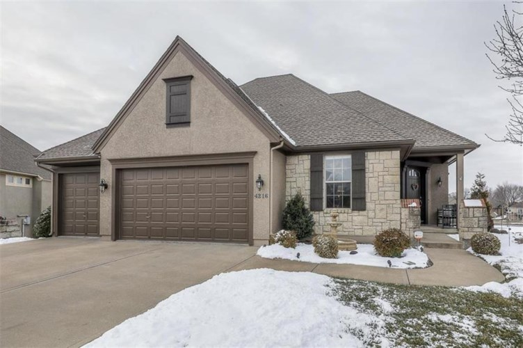 4216 SW Duck Pond Drive, Lee's Summit, MO 64082