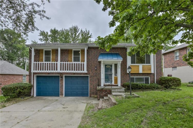 3028 NW Castle Drive, Blue Springs, MO 64015