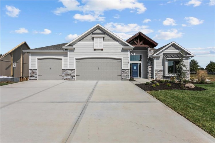 4317 S Stone Canyon Drive, Blue Springs, MO 64015