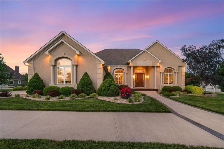 1201 SE Willow Place, Blue Springs, MO 64014