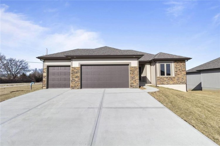 1296 NW Lindenwood Drive, Grain Valley, MO 64029