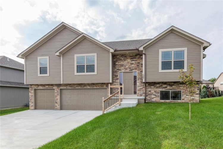 1309 NW Crestwood Drive, Grain Valley, MO 64029
