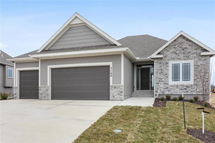 7160 NW Clore Drive, Parkville, MO 64152