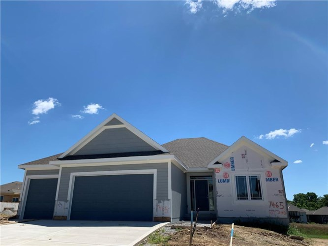 7425 NW Chambers Court, Parkville, MO 64152
